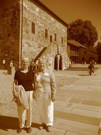 Sally_and_her_sister_outside_the_archbis